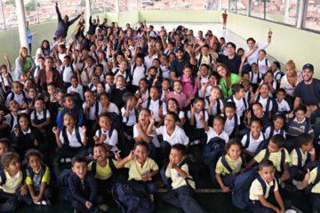 Niños de la institución educativa Bárbaro Rivas fueron premiados con morrales y útiles tras su labor de incentivar el reciclaje