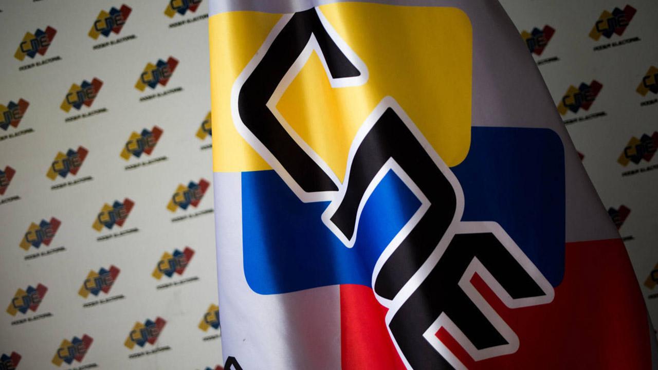 La rectora del Poder Electoral, Tania D´ Amelio, informó que la presentación de los programas debe ser en formato digital