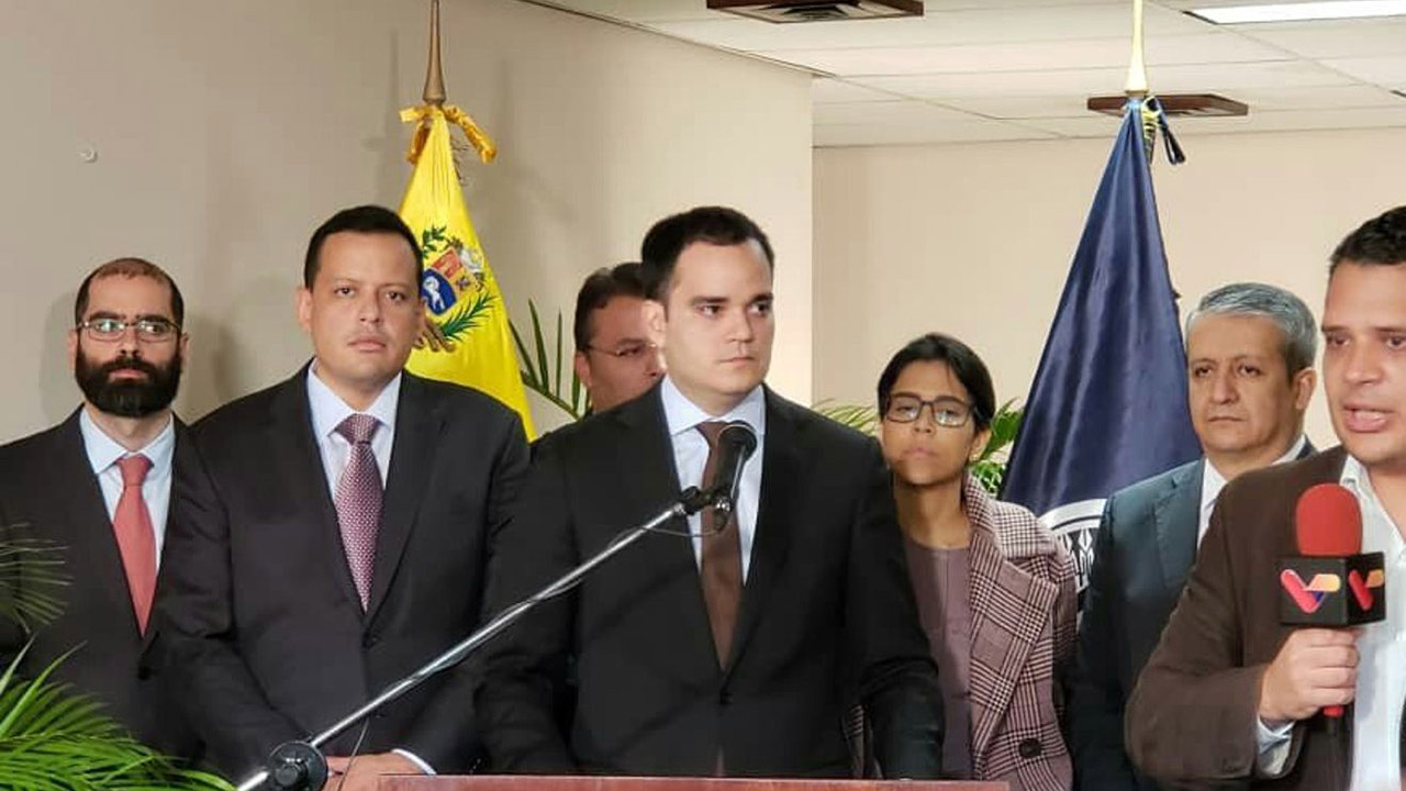 Calixto Ortega informó que se estableció una hoja de ruta para la entrega de billetes en la banca
