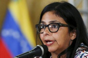 La medida fue tomada por las autoridades de ese país tras denunciar que en Venezuela se ha socavado con la democracia