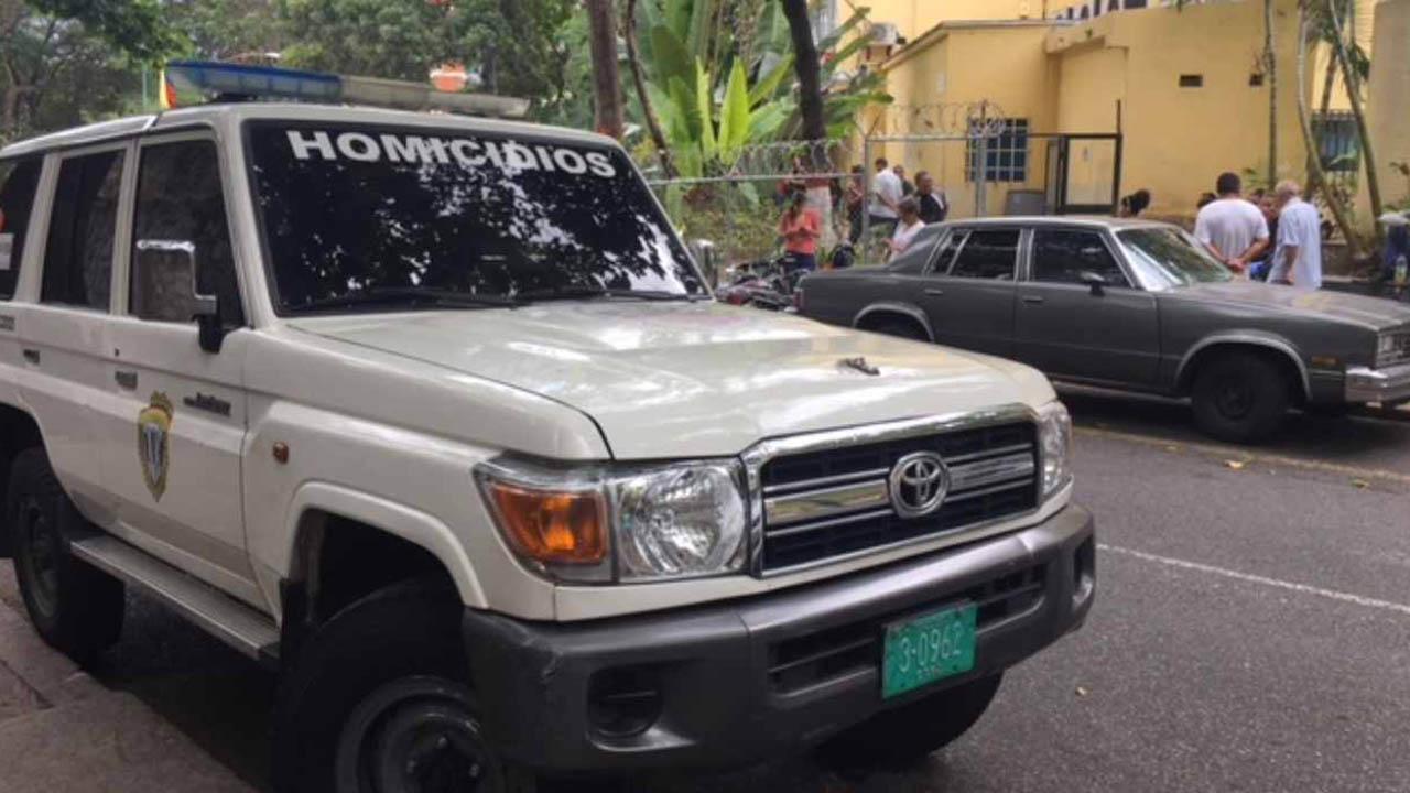 Los menores fueron localizados por la Policía Nacional Bolivariana, en la parte alta de una vivienda del barrio El 70