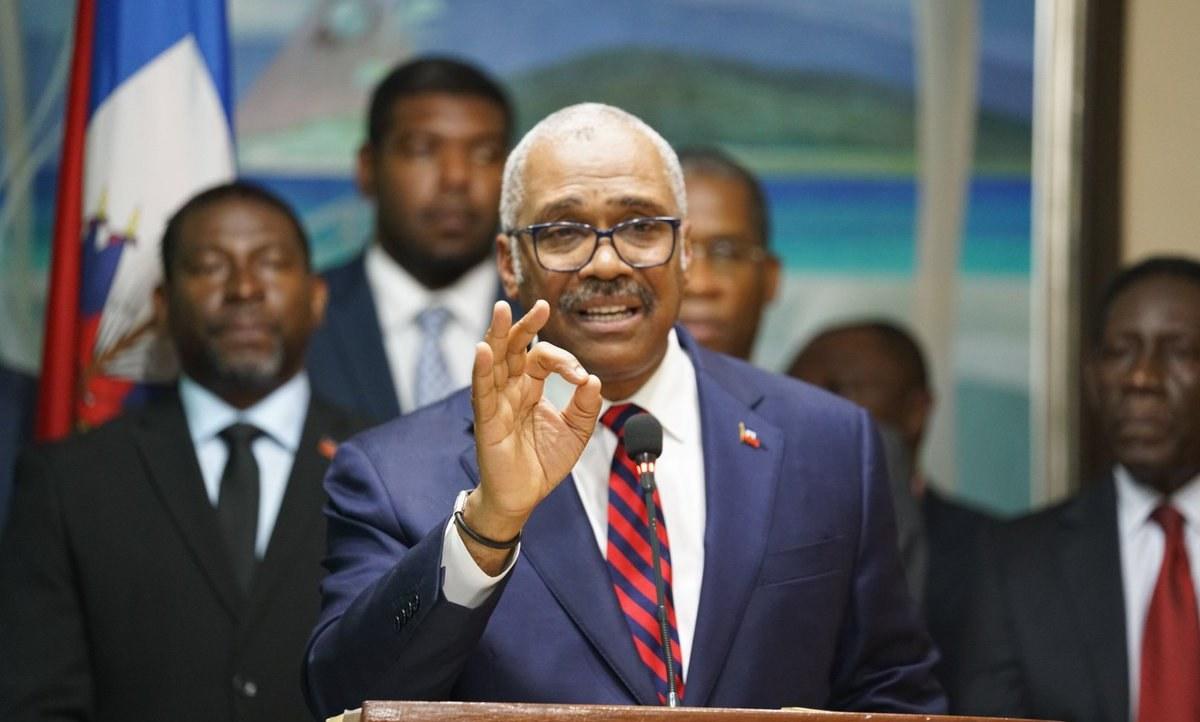 El funcionario presentó su renuncia ante el Congreso luego de la crisis que generó en el país por el alza de precios de combustibles
