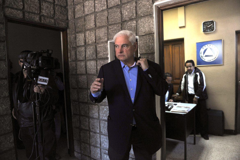 El exmandatario es acusado de espiar, vigilar y perseguir a opositores durante su gestión gubernamental