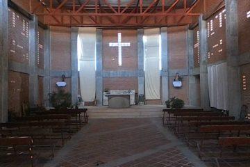Se trata de la iglesia San Francisco de Asís ubicada en el barrio Kennedy edificada gracias a la colaboración especial de la Corporación Inmobiliaria SMA