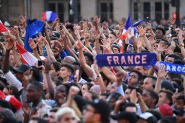 Celebraciones en Francia dejan al menos 300 personas detenidas