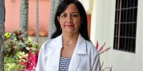 La cardiólogo intensivista de MVO explica que se puede hacer un análisis acertado y temprano. Comparte su pasión por la ciencia con la música como terapia