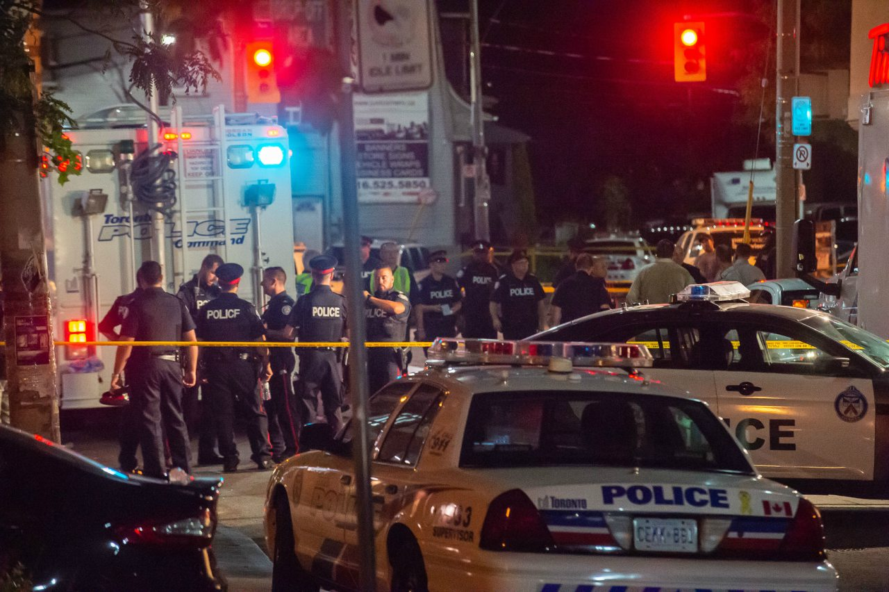 Dos muertos y 13 heridos en un tiroteo en Toronto
