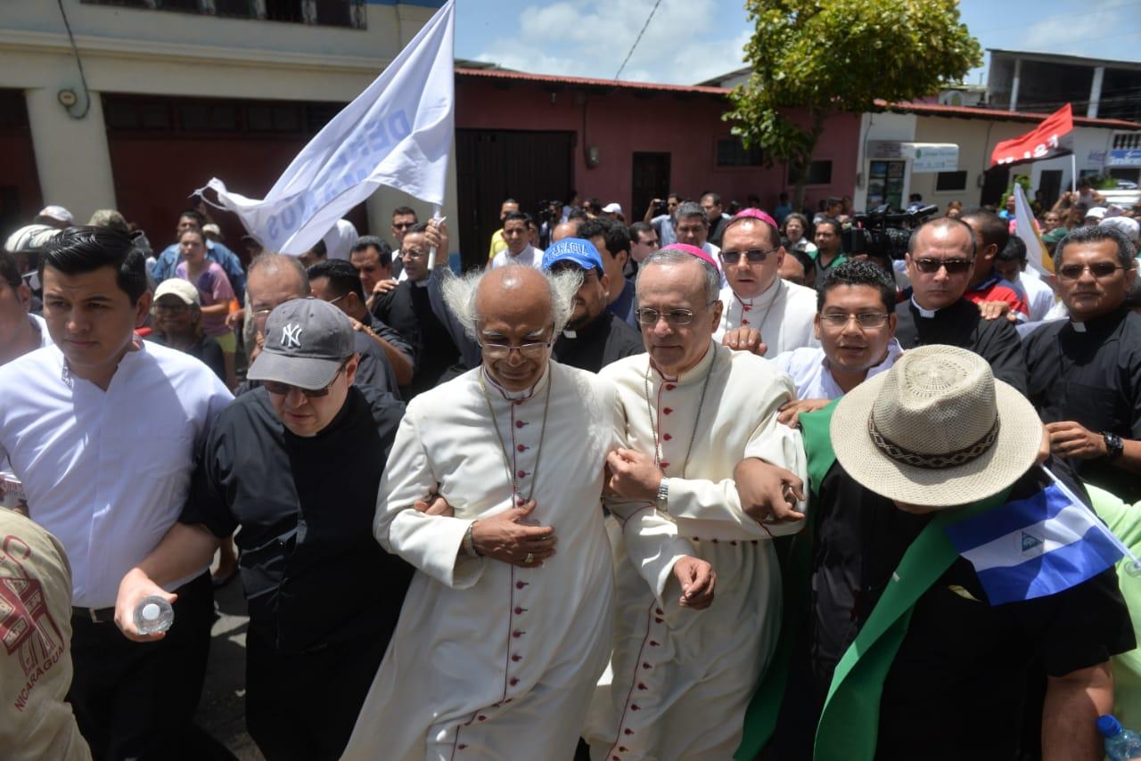 Grupo violento irrumpe en iglesia y ataca a obispos en Nicaragua