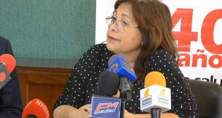 DOBLE LLAVE - Antonia Luque, coordinadora general de la Asociación Venezolana para la Hemofilia instó al Gobierno a aceptar la apertura del canal humanitario