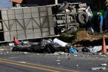 Autobús accidentado en Ecuador llevaba droga en un compartimiento oculto