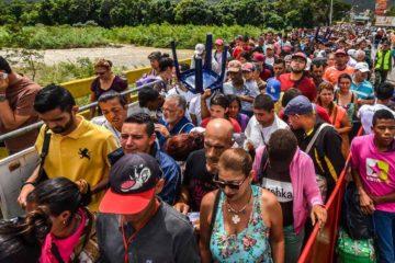 El canciller de ese país, Carlos Holmes Trujillo, explicó que la medida nace tras la masiva llegada de venezolanos en la nación
