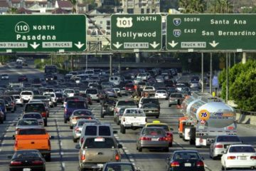 La medida permitiría a las automotrices continuar vendiendo coches que consuman más uso de combustible