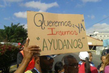 Los afectados alzaron varias pancartas como símbolo de protestaen el que manifestaronsu preocupación ante la escasez de fármacos