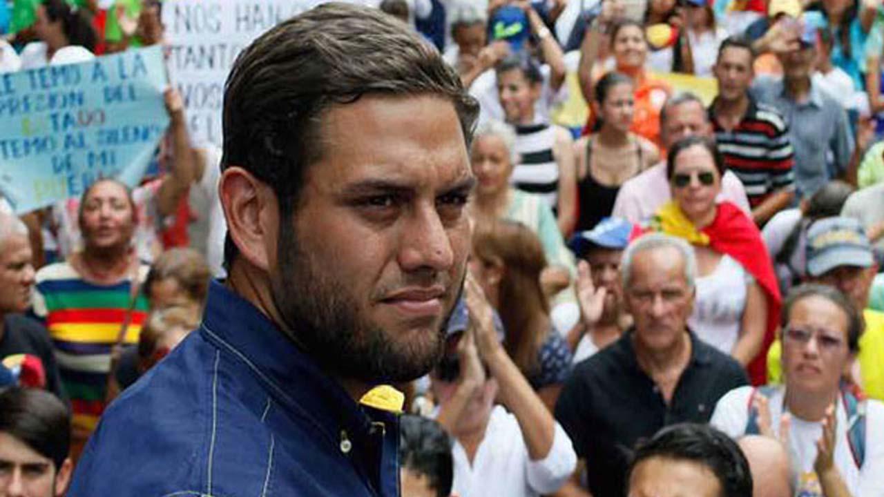 Joel García, abogado del diputado, denunció que tanto él como sus familiares no han podido visitarlo