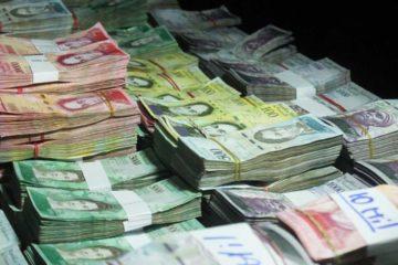 Los funcionarios indicaron que el sujeto pretendía pasar la frontera hacia Colombia con la alta cantidad de dinero