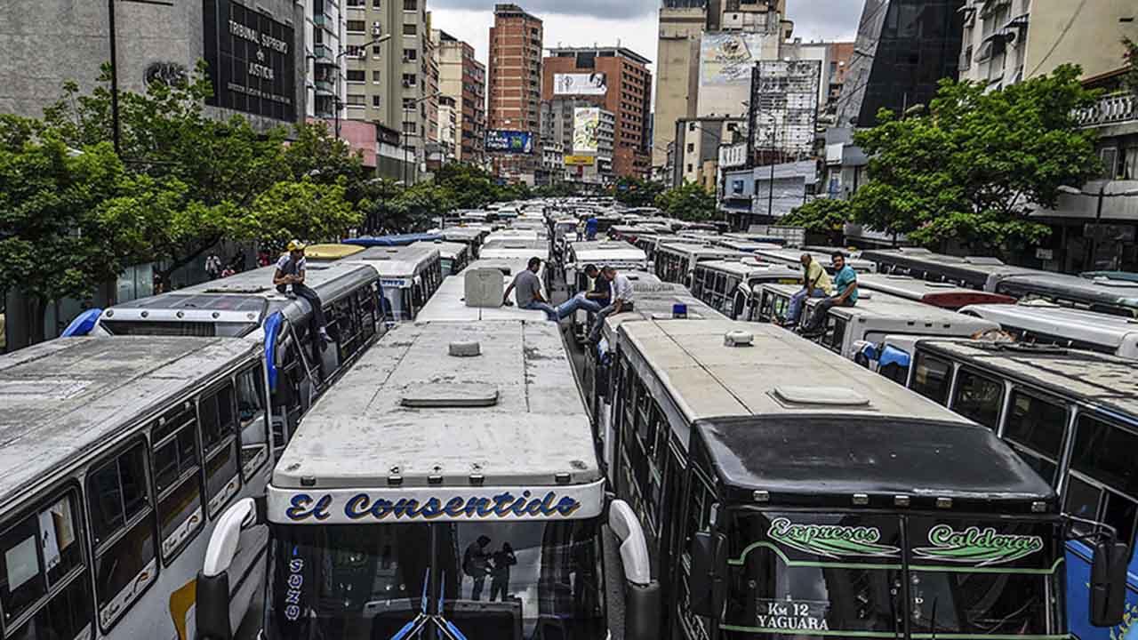 Usuarios de Twitter han reportado que debido a la caravana de los conductores no hay servicio público en varios sectores de Caracas