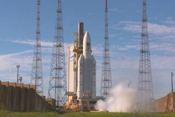Realizan despegue número 100 para el cohete europeo Ariane 5