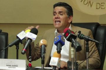 """El presidente de la Comisión de Finanzas, Rafael Guzmán, indicó que en tan sólo diez días se """"disparó la hiperinflación"""""""