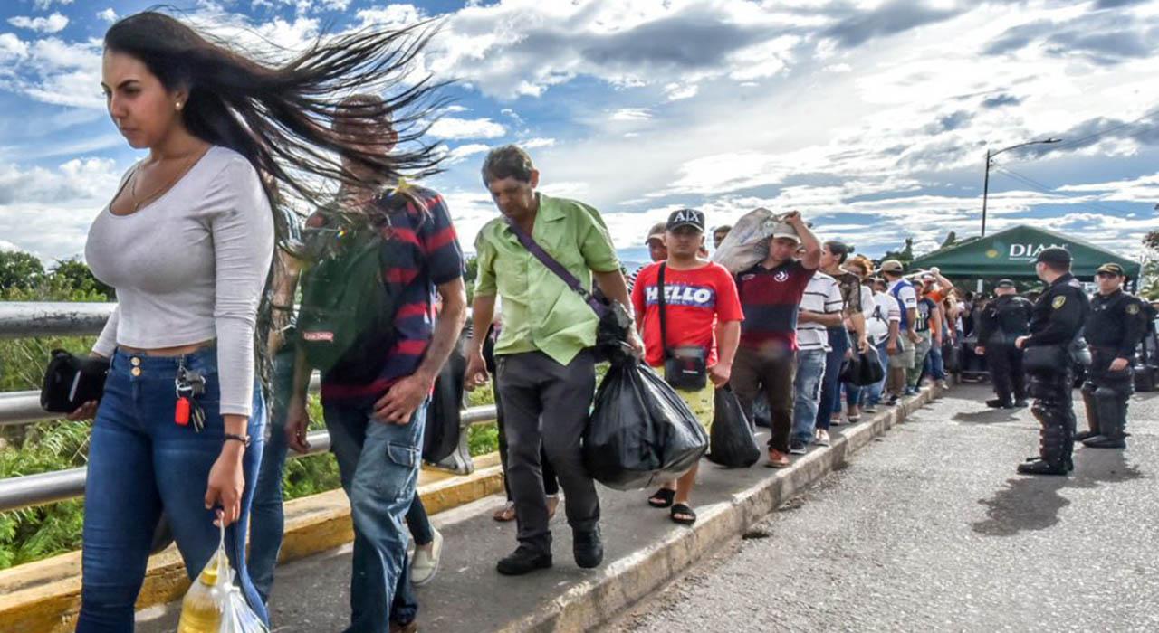 La afirmación la realizó el canciller de ese país, Carlos Holmes Trujillo, ante la llegada masiva de emigrantes