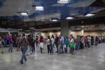 Usuarios del servicio señalan que no todas las taquillas de las estaciones están operativas para la venta del pasaje