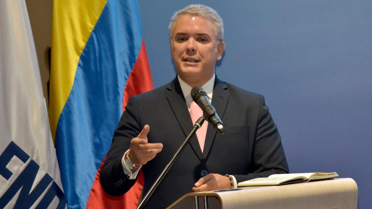 El mandatario colombiano fijó posición este sábado, luego que se cumpliera el mes que solicitó durante su investidura en relación a las negociaciones