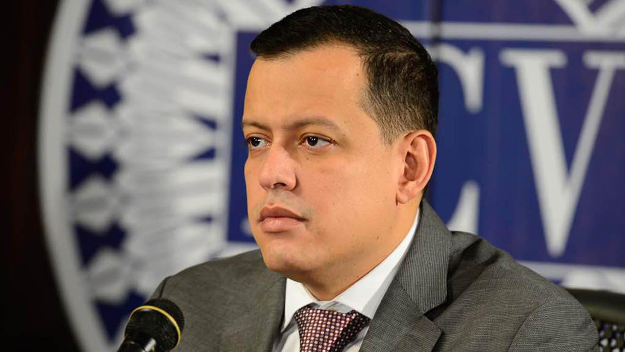 El ministro de Economía y Finanzas sostuvo que la medida busca atraer empresarios nacionales y extranjeros