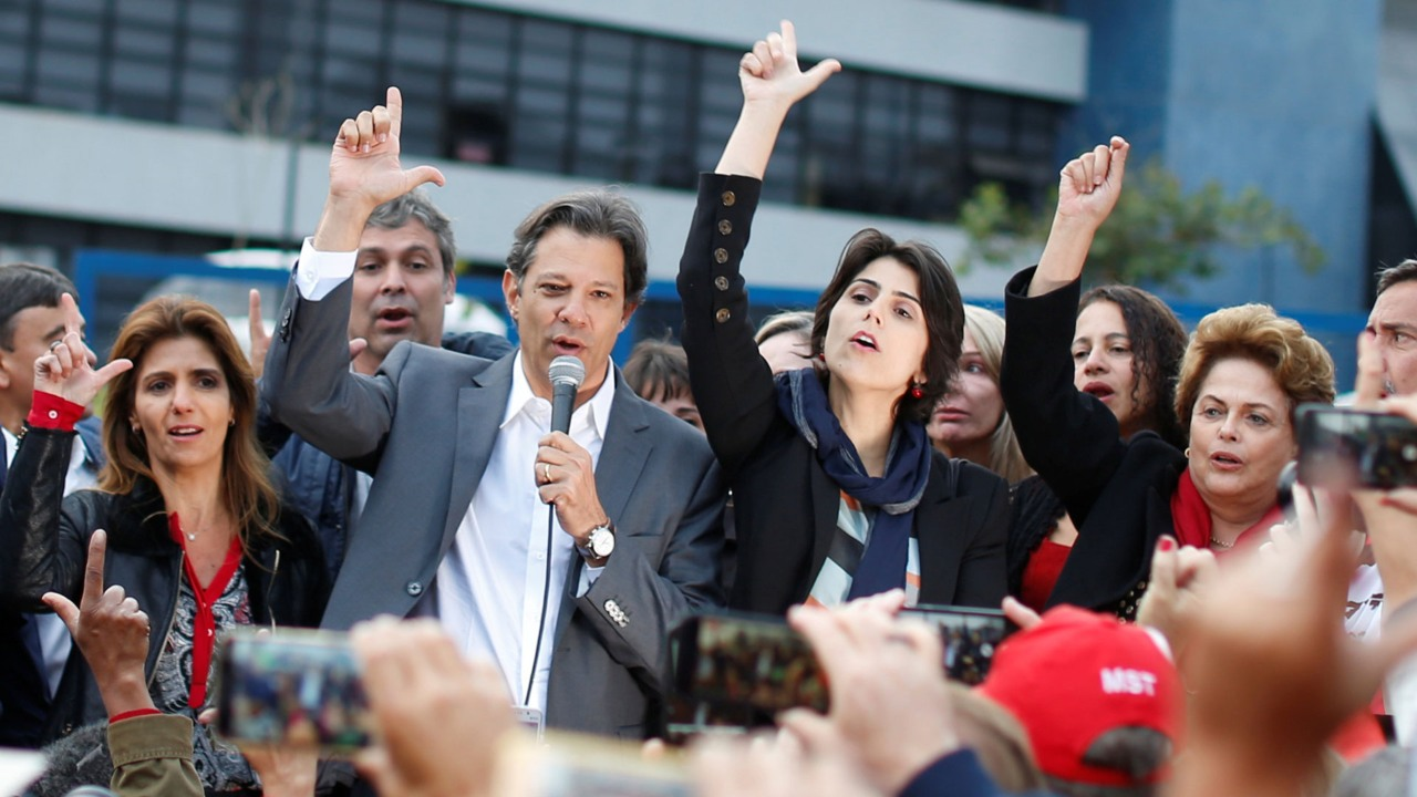 Tribunal Electoral de Brasil autoriza a Haddad a usar imagen de Lula da Silva