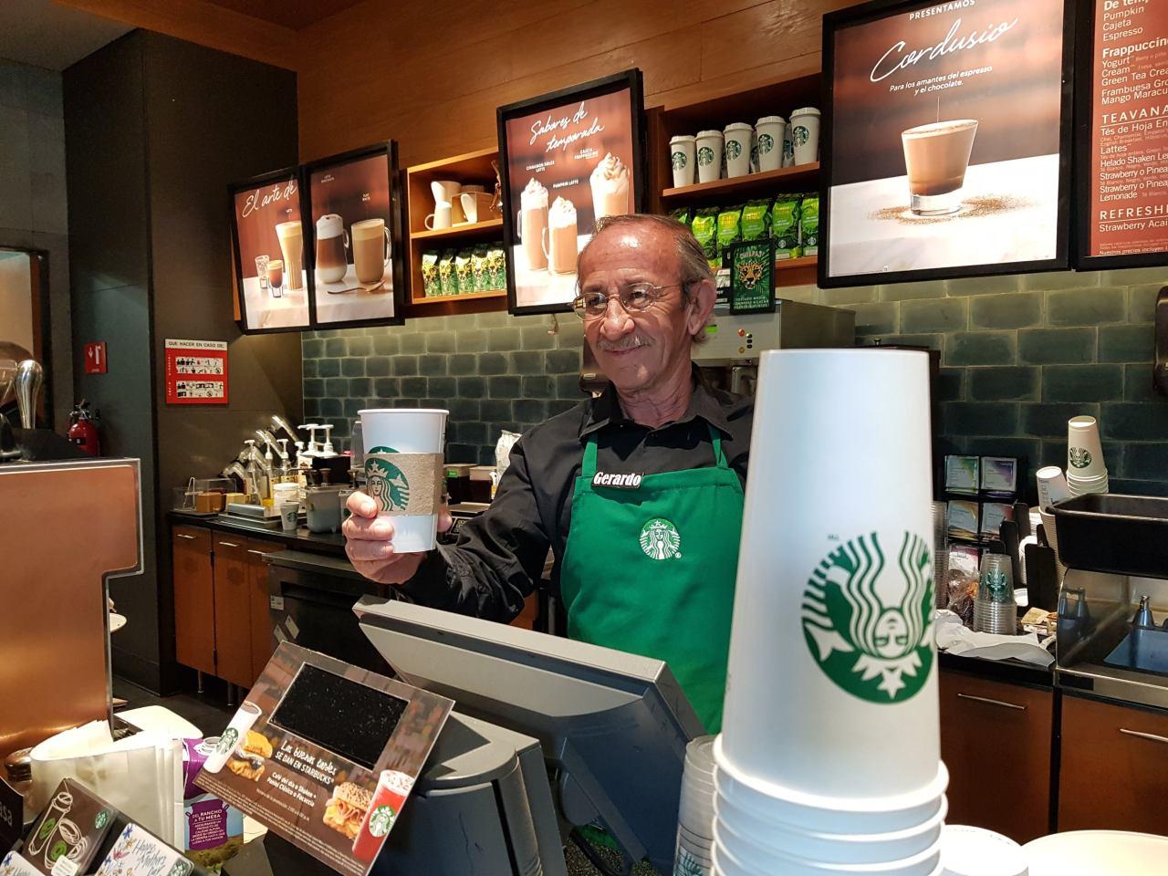 Starbucksinaugura local atendido solo por mayores de 60 años en México
