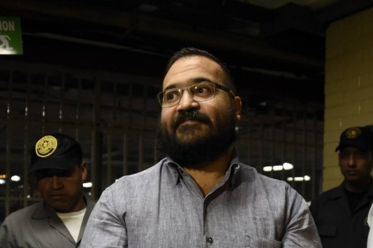 Condenaron a 9 años de prisión a ex gobernador mexicano Javier Duarte