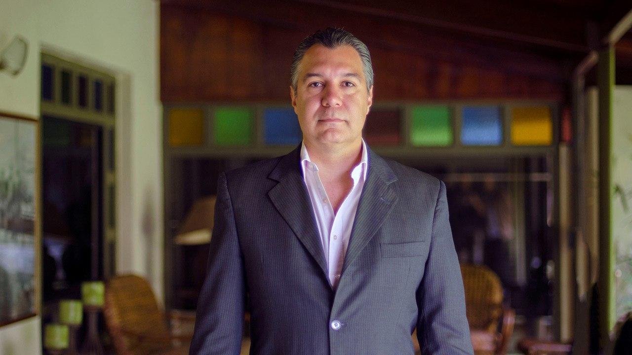 El neurólogo Luis Medina puntualiza que en el 85% de los casos que asisten a consultan la cura es terapia o medicación