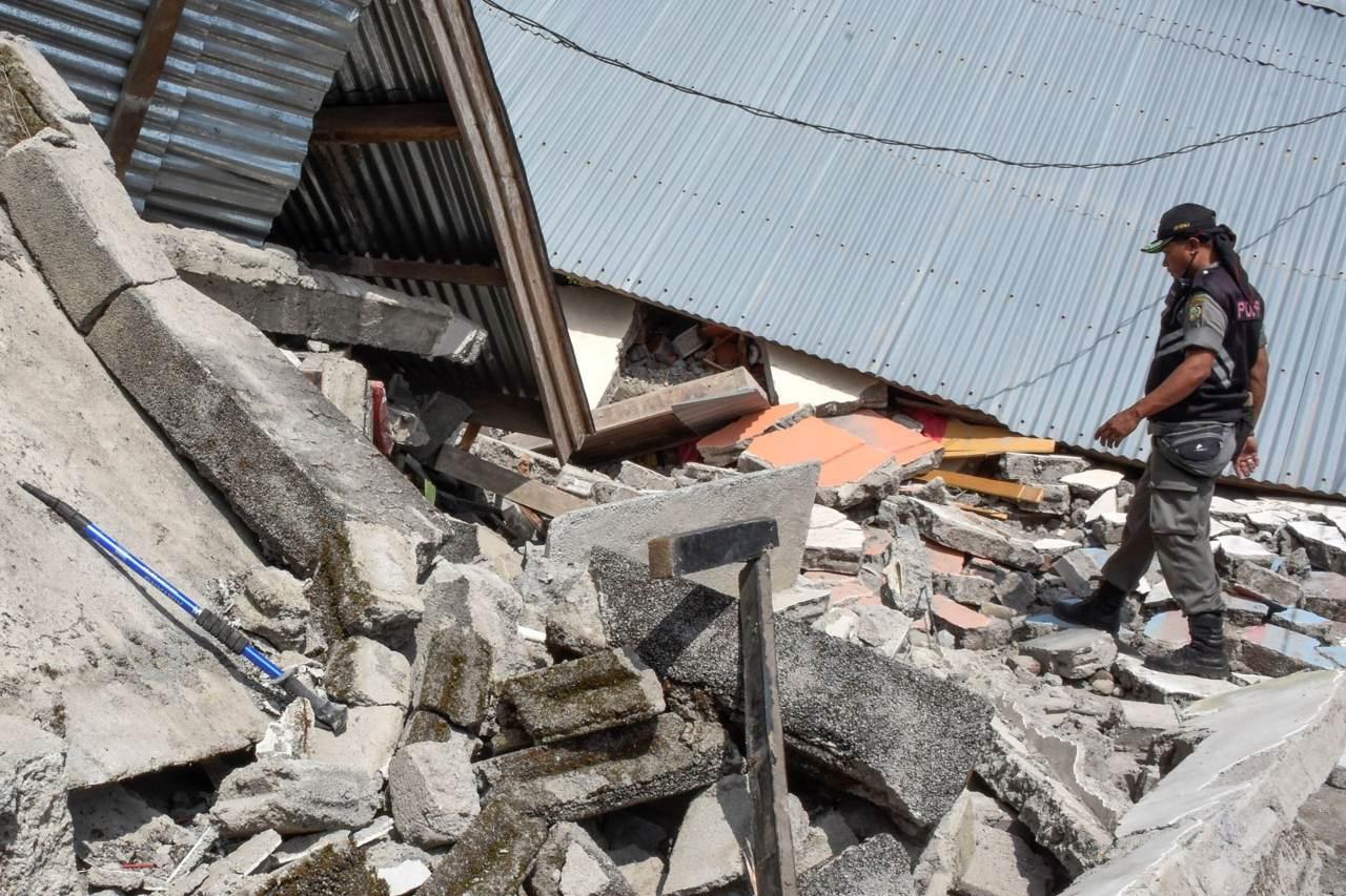 Terremoto de 7,7 sacudió la isla Célebes de Indonesia