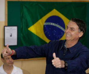 Sondeo da a Bolsonaro una ventaja de 13 puntos en la segunda vuelta