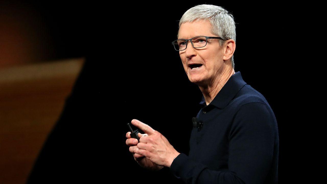 Tim Cook alertó del peligro que representa que las empresas utilicen innumerables informaciones personales de muchos usuarios