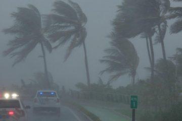 Especialistas informaron este martes que el ciclón se debilitó a categoría tres