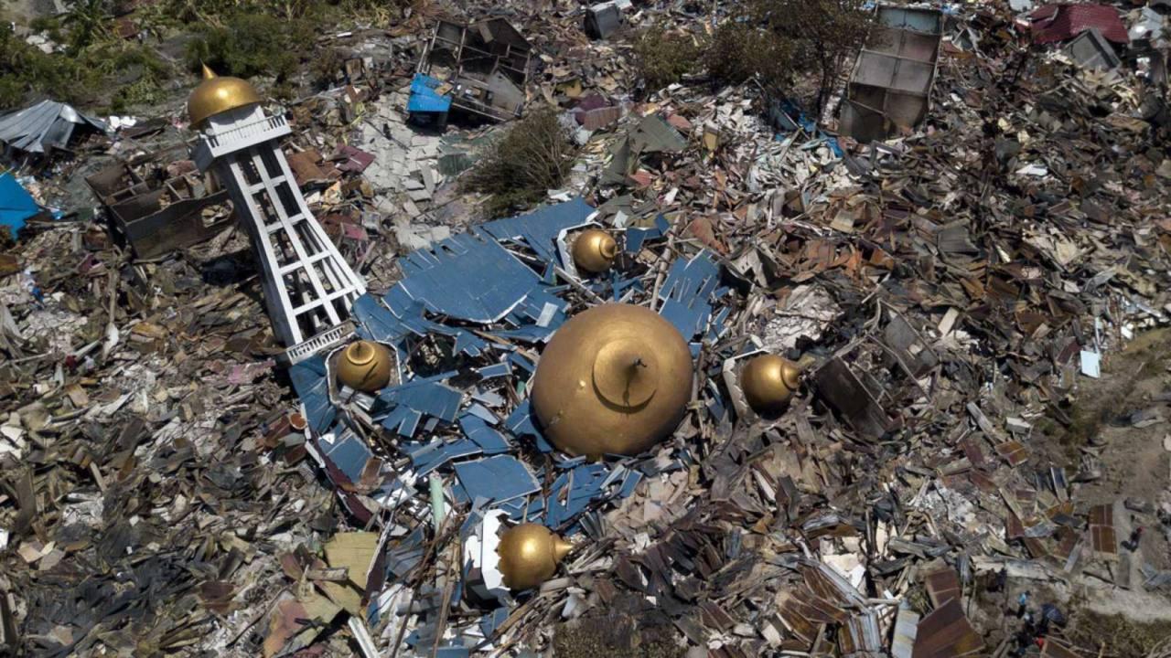 Aumentó a 844 número de muertos tras sismos y tsunami en Indonesia