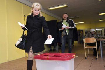Gobierno de centro derecha pierde elecciones legislativas en Letonia