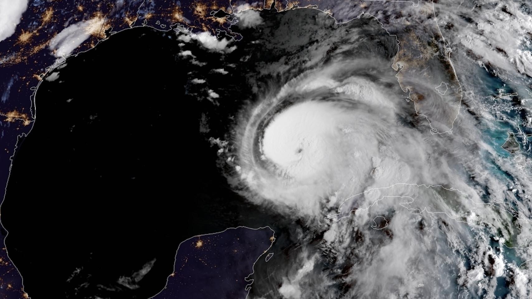 """La tormenta ciclónica calificada como """"muy severa"""" mantiene vientos sostenidos de 78 millas por hora"""