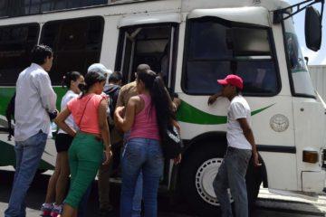 DOBLE LLAVE - Transportistas de la parroquia Sucre y 23 de Enero consideran que tarifa de Bs. S. 5 es irrisoria