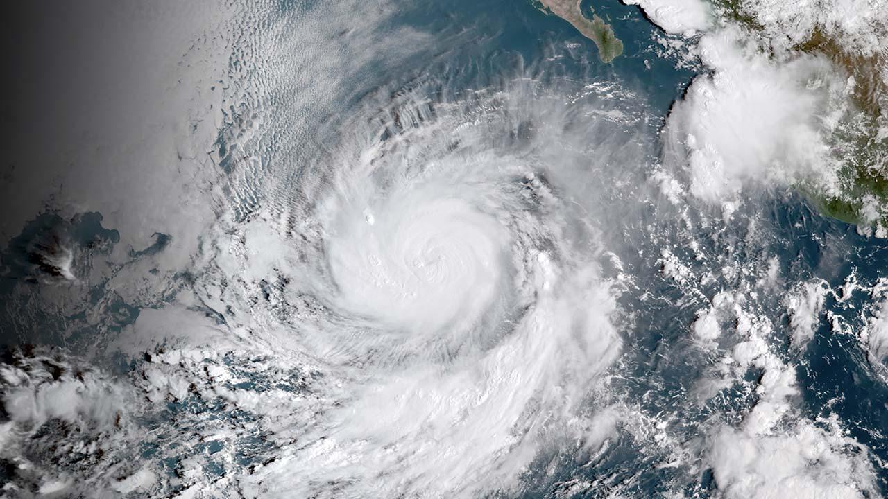 DOBLE LLAVE - El fenómeno podría afectar a más de 40 mil personas por lo que las autoridades se mantienen alertas ante la respuesta de su paso por Baja California