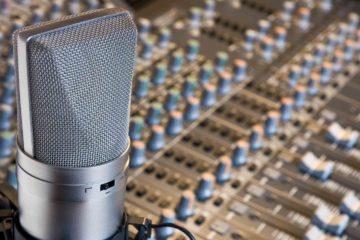 """DOBLE LLAVE - Por medio del programa """"Tu voz tiene poder"""" el locutor venezolano aporta su experiencia para los jóvenes que deseen hacer radio"""