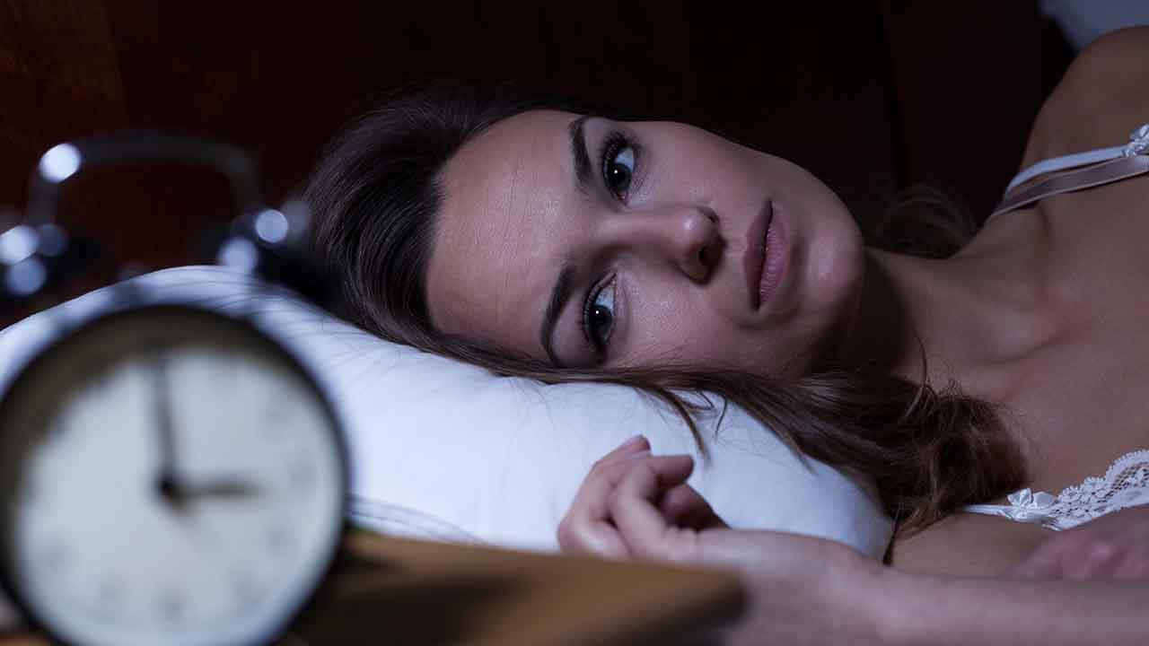 El estudio explica que la capacidad del hígado para producir glucosa y procesar insulina se ve afectada por la falta de sueño