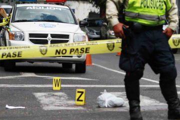 Cuatro hombres y dos mujeres fueron hallados sin vida en dos viviendas del callejón El Mamón en la carretera vieja Caracas-La Guaira