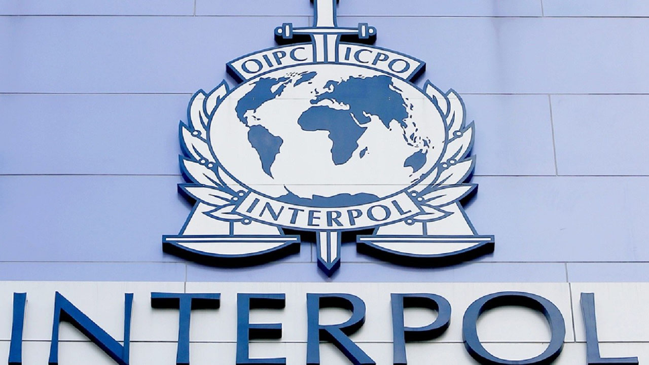La organización internacional los busca por múltiples delitos entre ellos: reclutamiento ilícito y homicidio agravado.