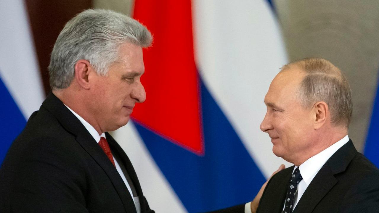 El mandatario Vladimir Putin ofreció mejorar la infraestructura del transporte público en la isla