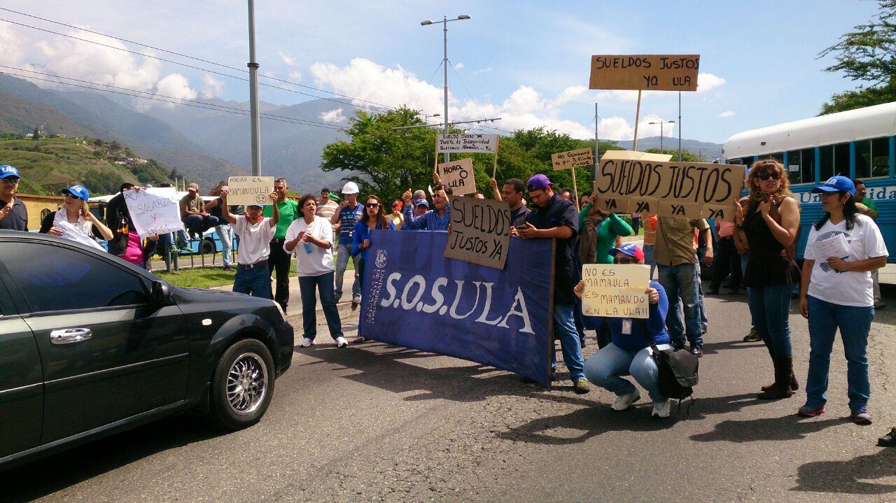 Los manifestantes bloquearon las vías de acceso del edificio administrativo de la institución educativa
