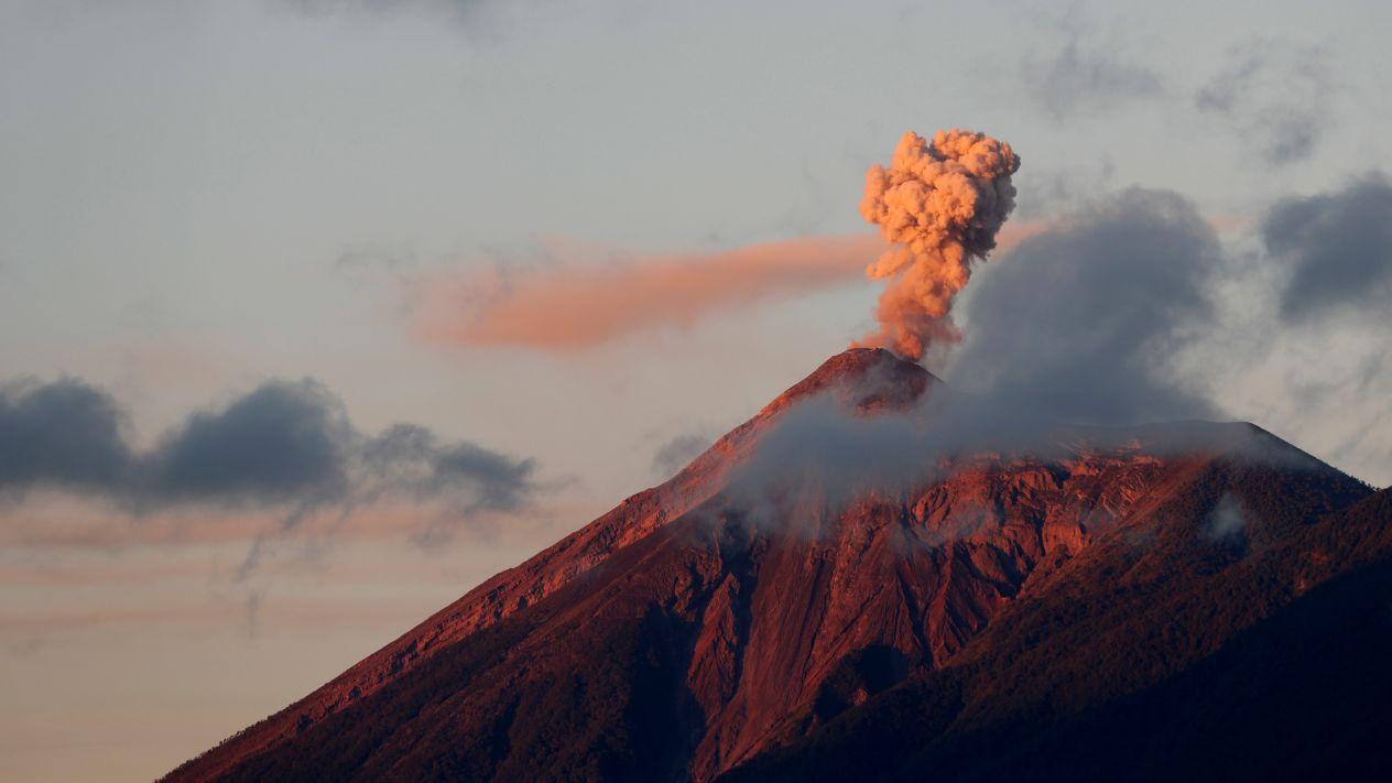 Declaran alerta roja en Guatemala por erupción del Volcán de Fuego
