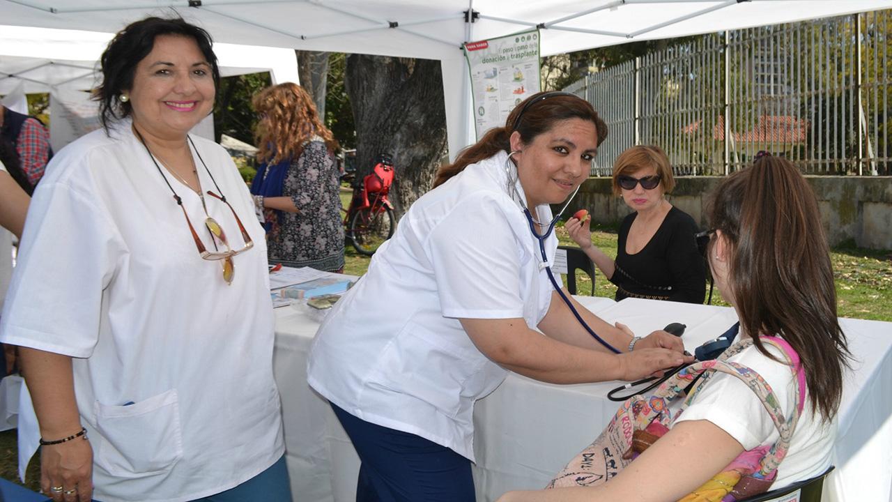 DOBLE LLAVE - La iniciativa incluye que los médicos venezolanos en el exterior presten servicios de salud