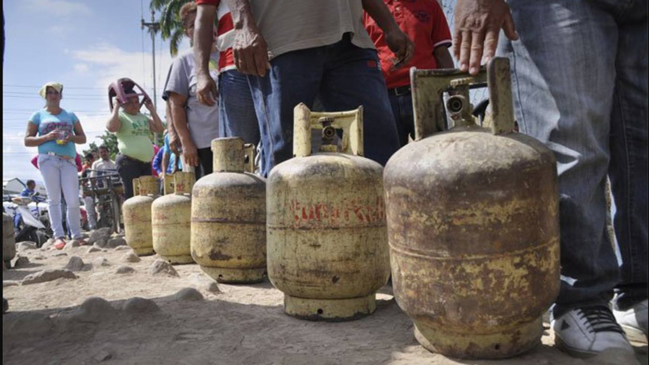 DOBLE LLAVE - Manifestantes en Guanare-Papelón reclaman por servicio de gas y vialidad