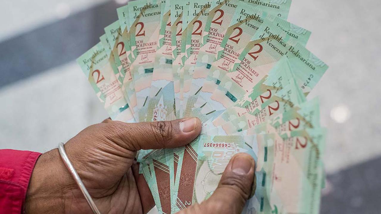 DOBLE LLAVE - Estadísticas de Harvard indican que el sueldo mínimo en Venezuela perdió el 90.3% de su valor