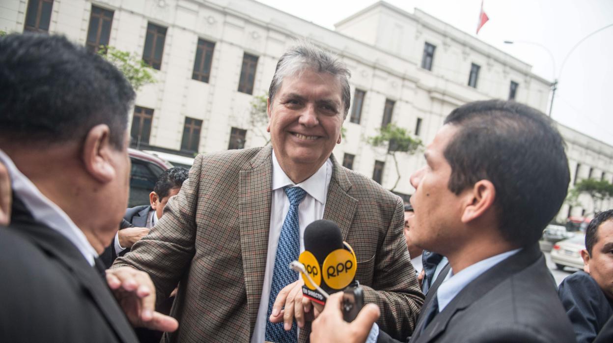 El expresidente de Perú Alan García solicita asilo político a Uruguay